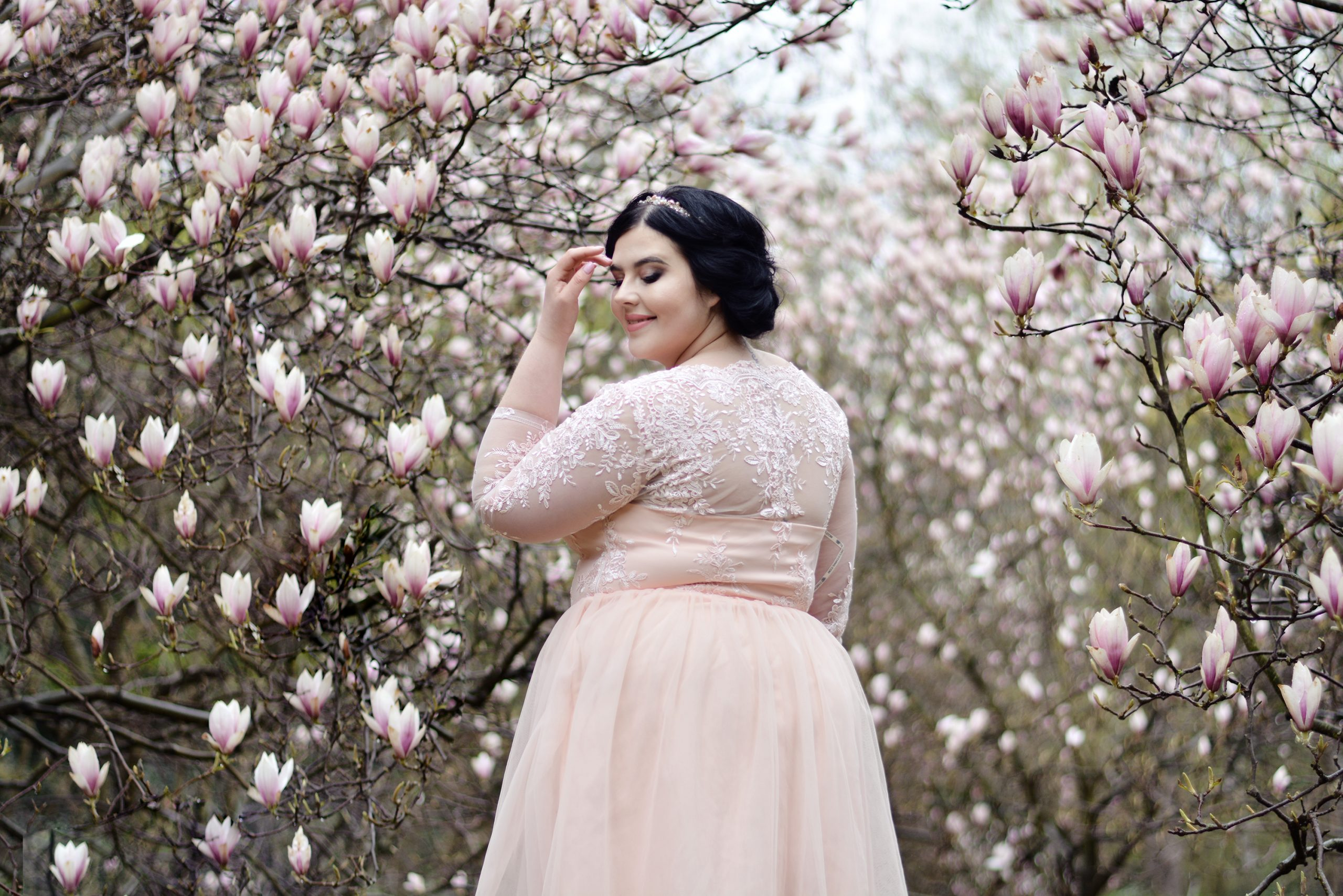 Read more about the article Sukienki Chi Chi London dla plus size